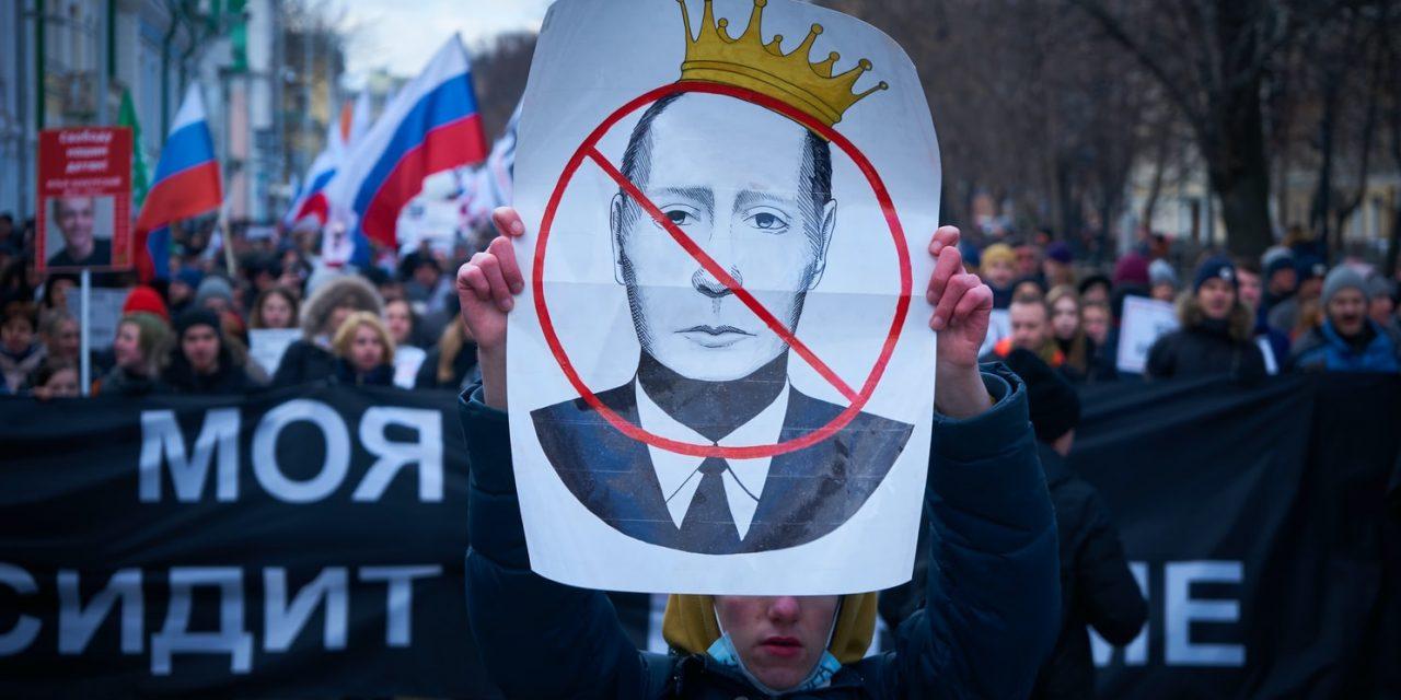 Putin prohíbe el matrimonio homosexual y podría presidir hasta 2036