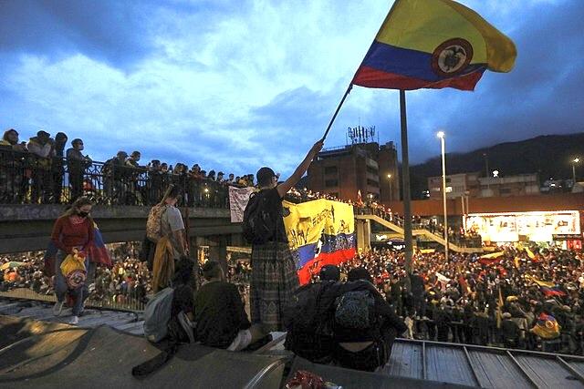 Las protestas en Colombia prosiguen a pesar del inicio del diálogo