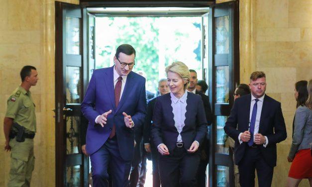 La Eurocámara denuncia a la Comisión Europea por su pasividad con Polonia